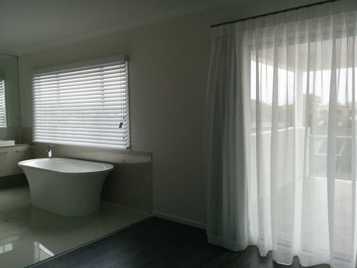 Master Sheer & Ensuite White Wood Venetian