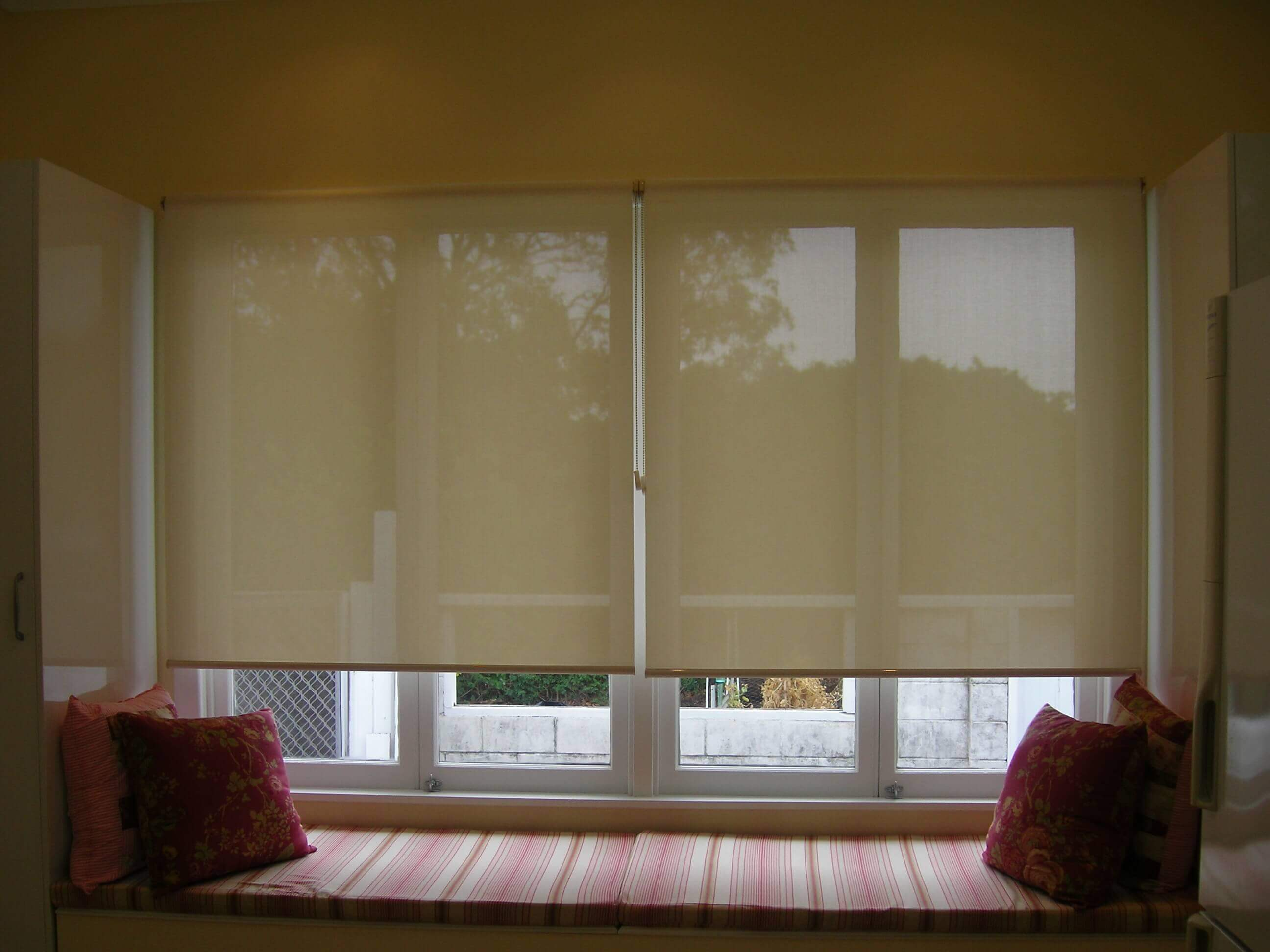 Window seat with Sheerview Rollers